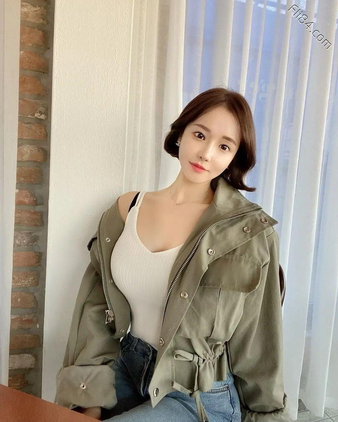 韩国网红 woou.c,精致的颜值和出众的气质下还有着魔鬼般的身材