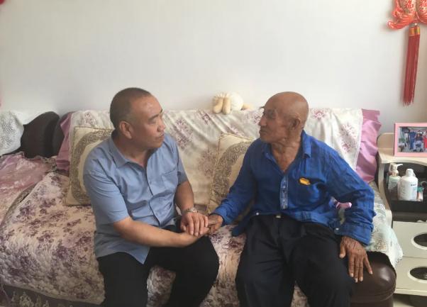 """涿鹿平民志愿者""""八一""""慰问退役老军人"""